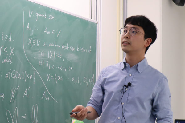 Minki Kim (김민기) gave a talk on the collapsibility of the complex of vertex sets not containing independent sets of fixed size at the Discrete Math Seminar